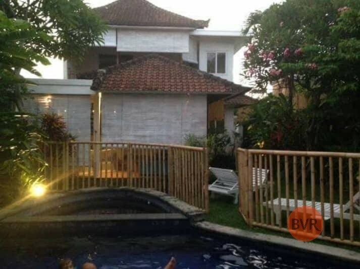 4 Bedroom With Rustic Design For Rent Suits For Family In Seminyak