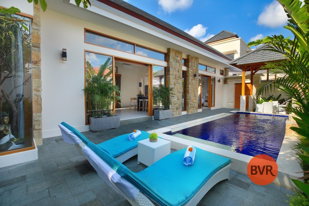AWESOME 2 BEDROOM VILLA WITH STRATEGIC LOCATION FOR SALE IN LEGIAN
