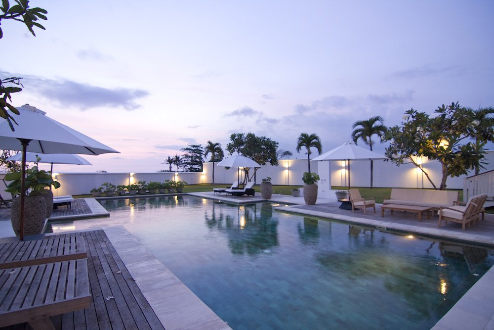 6 BEDROOM VILLAS WITH OCEAN VIEWS FOR SALE IN CANGGU
