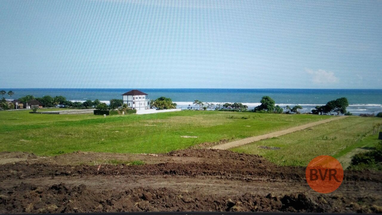 21 HECTARE ABSOLUTE BEACHFRONT