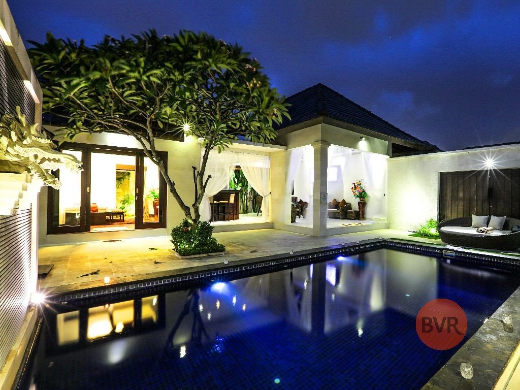 6 BEDROOM VILLA FOR LEASE IN THE HEART OF BALI