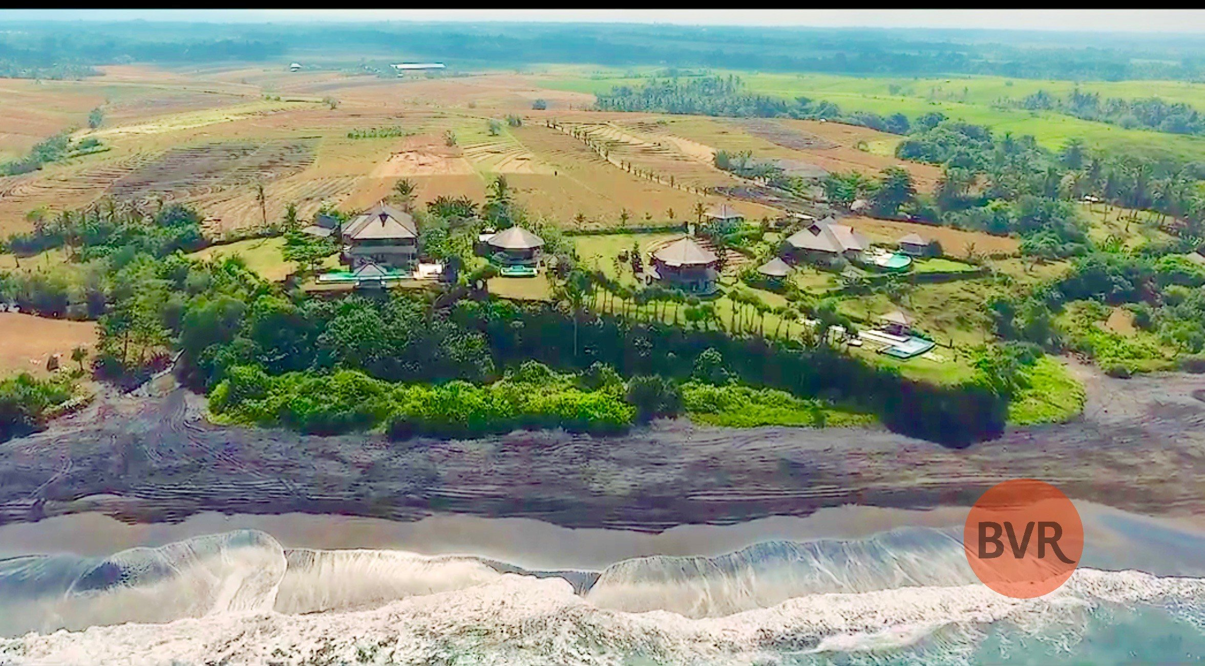 Absolute Beachfront Retreat 2.6 hectares 360-degree view
