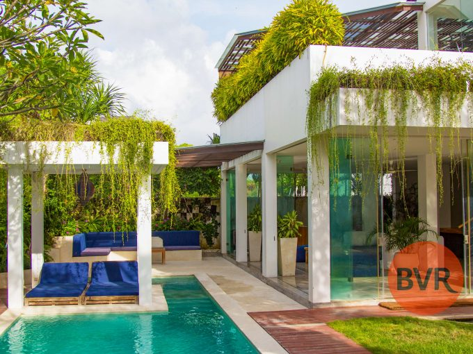 bali villa walking distance to the beach in canggu
